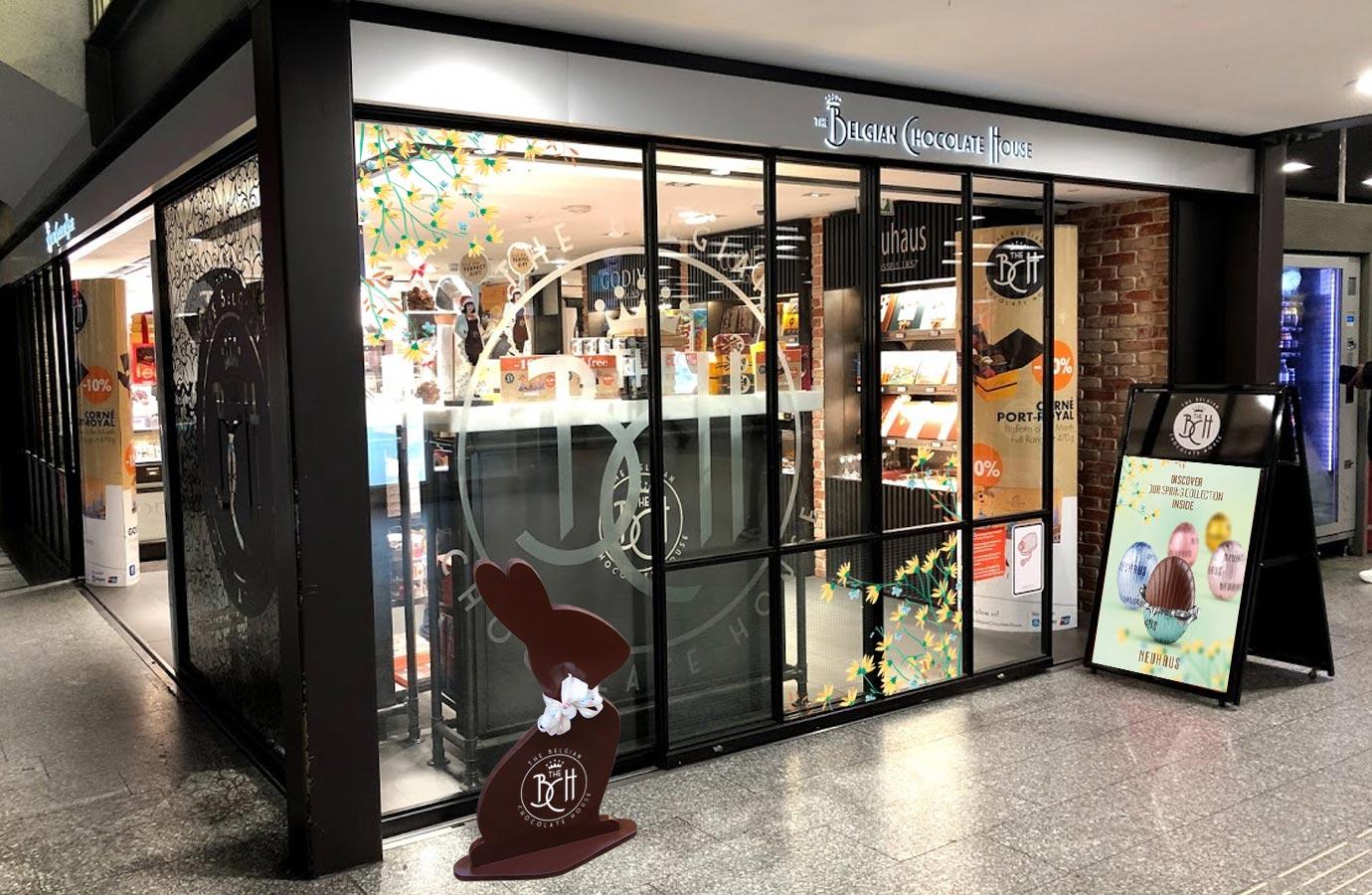 affichage extérieur chocolaterie Neuhaus, collection de Pâques
